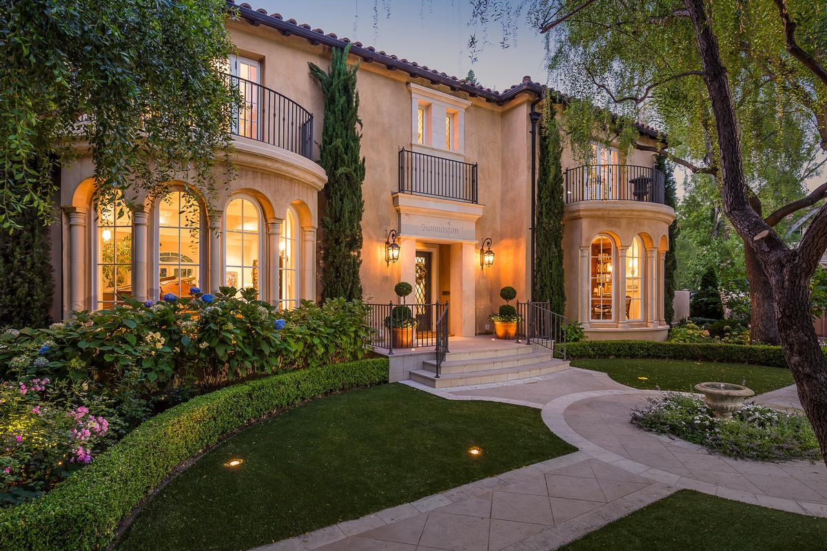 Villas for sale in santa clara marbella estates for Clara house